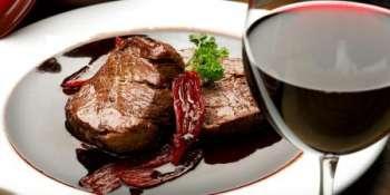 Как приготовить стейк в винном соусе
